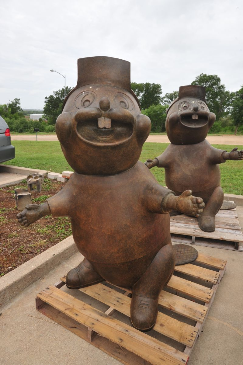 The iconic Buc-ee's Beaver, created by Bastrop's own Deep in the Heart Art Foundry. (Photo by Terry Hagerty Photography)